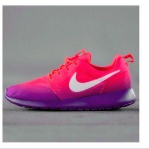 259aece31302 Nike Roshe Run Laser Crimson Grape Ombré Shoes 8